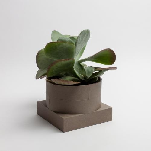 Short Utility Vase  Brown   Luur