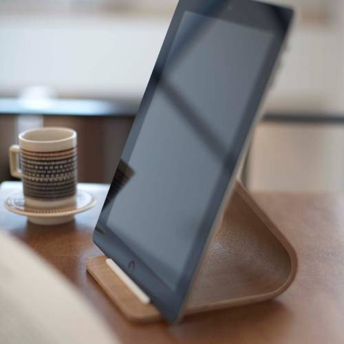 RIN | PLYWOOD TABLET STAND | The Yamazaki