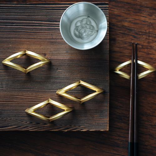 CURVE | Gold Chopstick Rack