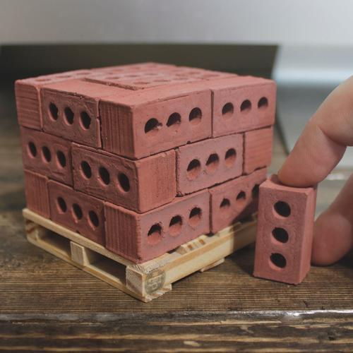 1:6 Red Bricks: 24 Pack w/ pallet | Mini Materials